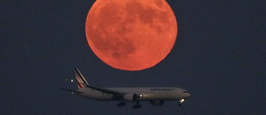 W poniedziałek 14 listopada czeka nas największa od połowy XX wieku pełnia księżyca. Znajdzie się on w perygeum, czyli najbliżej z możliwych odległości Ziemi. To spektakularne widowisko ostatni raz mogliśmy obserwować w 1948 roku.