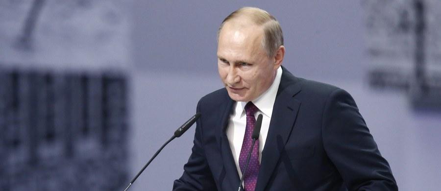Rosja oczekuje, że Donald Trump zrezygnuje z wzmacniania wschodniej flanki NATO, czyli między innymi z obecności amerykańskich wojsk w Polsce. Jak ujawniła amerykańska prasa - Władimir Putin napisał list do prezydenta elekta i niebawem ma dojść do ich telefonicznej rozmowy.