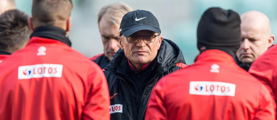 """""""Decyzje personalne, ale także strategiczne jeszcze nie zapadły. To będzie doskonała okazja, aby dać szansę pokazania się zawodnikom, którzy wyróżniali się w rozgrywkach ligowych"""" – powiedział przed poniedziałkowym spotkaniem towarzyskim ze Słowenią selekcjoner piłkarskiej reprezentacji Polski Adam Nawałka. """"Chcę wykorzystać limit zmian podczas meczu. To będzie świetny sprawdzian, potwierdzenie przydatności danych zawodników w meczach o punkty"""" – dodał."""