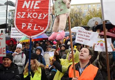 """Chcą przekonać prezydenta, by zawetował ustawy oświatowe. ZNP: """"Jeśli nie, zostanie nam strajk"""""""