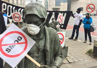 Pomnik Anonimowego Przechodnia - Antysmogowy happening we Wrocławiu