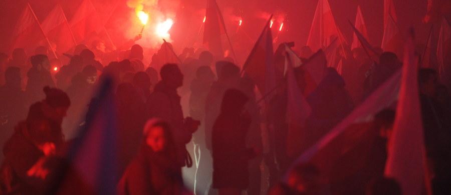 Jeszcze dziś policja przekaże do prokuratury dokumenty w sprawie spalenia ukraińskiej flagi na marszu niepodległości - dowiedział się reporter RMF FM, Paweł Balinowski. Jest już też gotowa wstępna odpowiedź rządu na notę dyplomatyczną Ukrainy, w której Kijów domaga się niezwłocznej reakcji od polskich władz.
