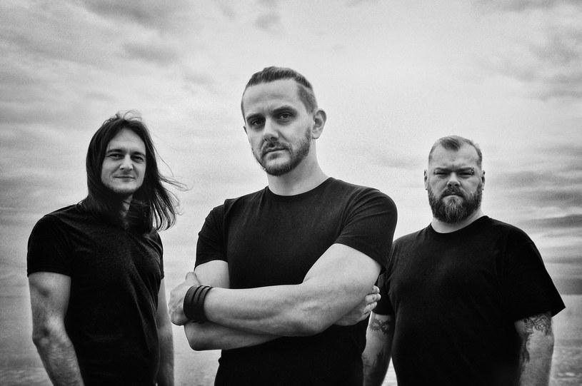 Pierwszy koncert Riverside po śmierci gitarzysty Piotra Grudzińskiego odbędzie się 25 lutego 2017 r. w Progresji w Warszawie. W związku z ogromnym zainteresowaniem, ogłoszono drugi występ następnego dnia.
