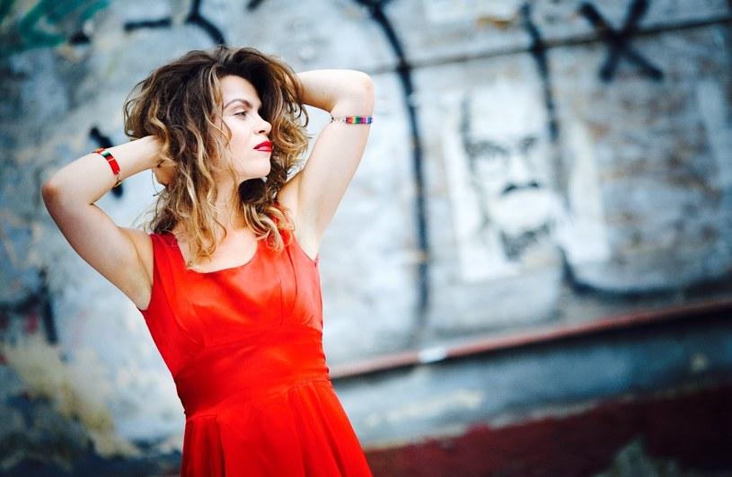 """Flow przedstawia teledysk do singla """"Pina"""", pochodzącego z zapowiadanej na listopad płyty."""