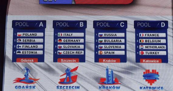 Serbowie, Finowie i Estończycy będą grupowymi rywalami polskich siatkarzy w przyszłorocznych mistrzostwach Europy. Losowanie odbyło się we wtorkowy wieczór w Krakowie. Turniej rozgrywany będzie w dniach 25 sierpnia - 3 września.