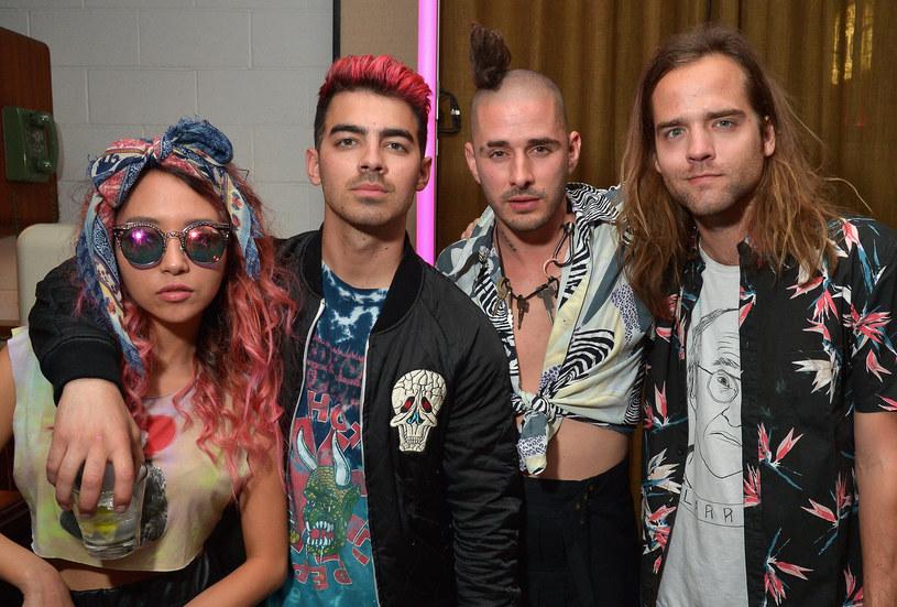 """Grupa Joe Jonasa pochwaliła się w sieci nowym utworem """"Be Mean"""". Singel doczekał się równiez bardzo odważnej zapowiedzi na Instagramie."""