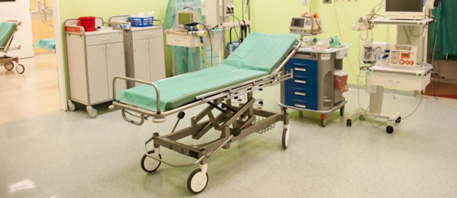 Prokuratura w Białogardzie umorzyła śledztwo w sprawie lekarki, która zmarła podczas dyżuru w białogardzkim szpitalu. Z ustaleń śledczych wynika, że śmierć kobiety nie była wynikiem przepracowania, a przyjmowania silnych leków.