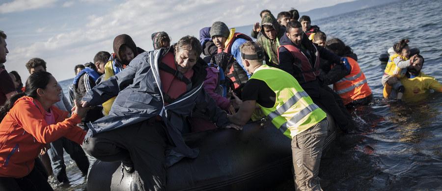 Blisko 5 tys. migrantów zginęło od stycznia do października tego roku podczas próby przedostania się do Europy. Wśród nich ponad 3,6 tys. osób zmarło na łodziach lub utonęło na Morzu Śródziemnym - takie dane zawiera raport przedstawiony we Włoszech.