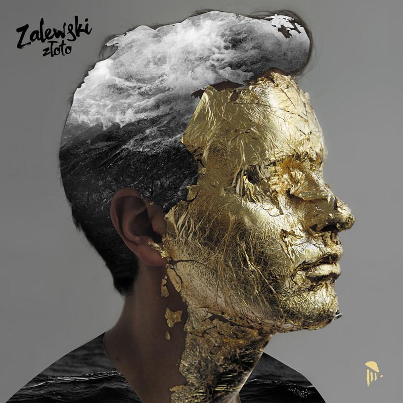 """Parę lat temu Krzysztof Zalewski coverował """"Obracam w palcach złoty pieniądz"""" Perfectu, a dziś sam jest już złoty. Na razie tylko na okładce swojego nowego albumu, ale za chwilę także na liście płytowych bestsellerów. I na przekór ciężkim czasom."""