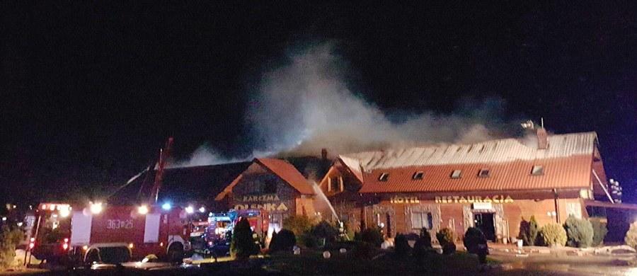 Pożar domu weselnego w Drobinie na Mazowszu. W ogniu stanął dach drewnianego budynku. Informację i zdjęcie dostaliśmy na Gorącą Linię RMF FM.