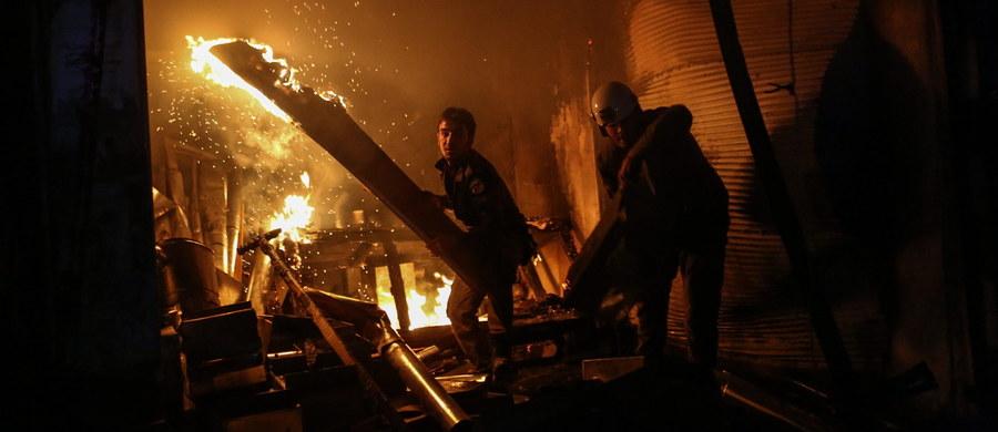 """Minister spraw zagranicznych Rosji Siergiej Ławrow zapewnia, że rosyjskie lotnictwo w Syrii dokonuje jedynie """"ograniczonych ataków"""" i są one wymierzone w cele tzw. Państwa Islamskiego. Ławrow spotkał się w Limie z sekretarzem stanu USA Johnem Kerrym."""