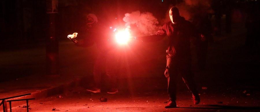 Mieszkańcy greckiej wyspy Chios w nocy podpalili namioty na terenie lokalnego obozu dla uchodźców, domagając się przeniesienia przybyszów do kontynentalnej Grecji - poinformowała telewizja Skai. Dzień wcześniej pożary w ośrodku wywołali sami uchodźcy.