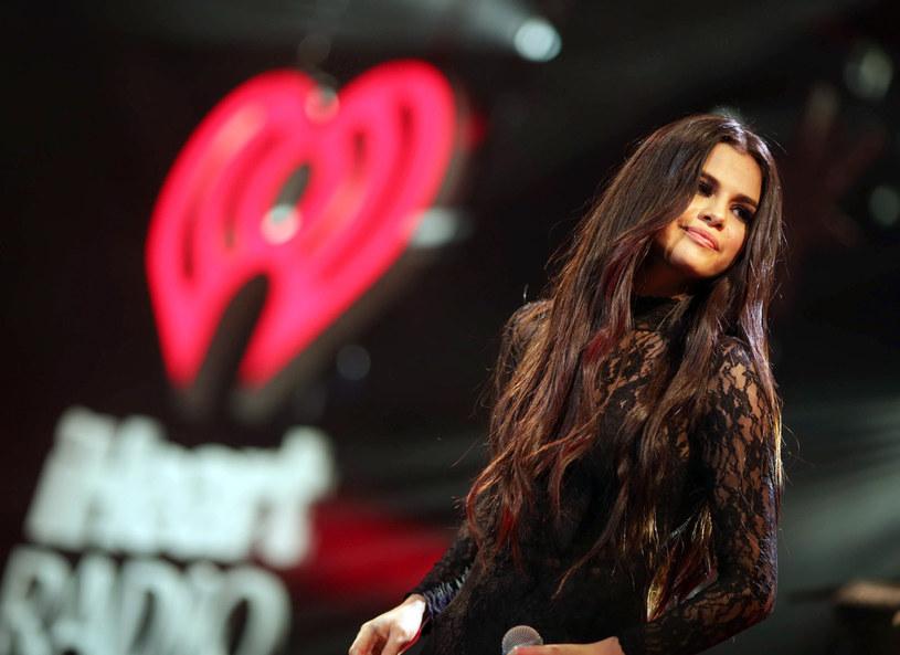 """W sieci pojawił się klip do utworu """"Trust Nobody"""" Cashmere Cata. Gościnnie w piosence zaśpiewała Selena Gomez, która trzy miesiące temu zniknęła z mediów, by skoncentrować się na walce z problemami natury psychicznej."""