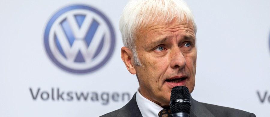 Niemiecki Volkswagen ogłosił, że zlikwiduje 30 tys. miejsc pracy w ramach planu oszczędnościowego negocjowanego wcześniej ze związkami zawodowymi. Zwolnienia dotkną głównie niemieckich fabryk.