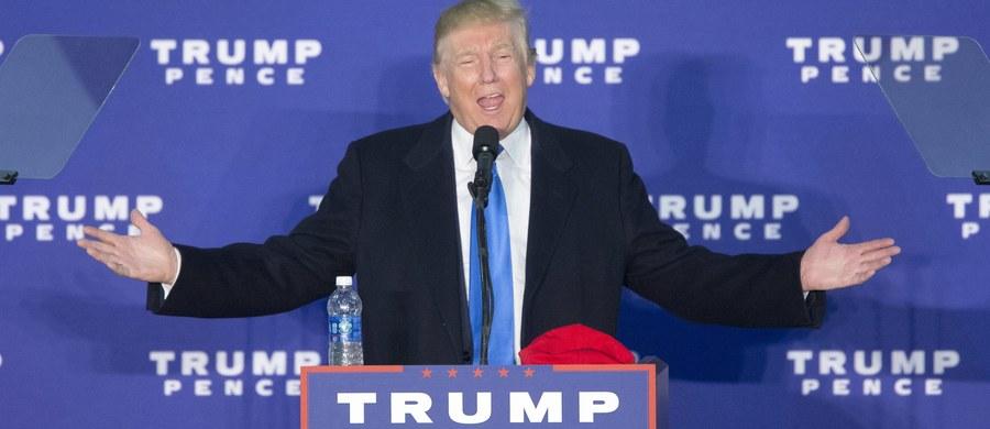 """Wbrew uprzednim zapowiedziom, prezydent elekt Donald Trump zgodził się na polubowne załatwienie sprawy pozwów wytoczonych przeciwko niemu przez studentów jego """"uniwersytetu"""", którzy poczuli się oszukani. Za pośrednictwem swoich adwokatów Trump wynegocjował ugodę pozasądową z powodami, na mocy której ma wypłacić im łącznie 25 milionów dolarów odszkodowania."""