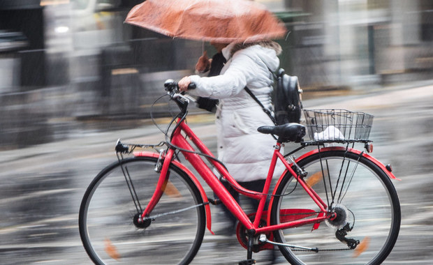 Dzisiaj nie zapominamy o parasolach! Meteorolodzy przewidują opady deszczu niemal w całym kraju, szczególnie intensywne w kilku województwach. W związku z tym IMGW wydał ostrzeżenia pierwszego stopnia.