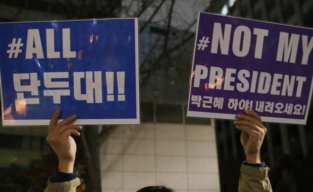 Prokuratura Korei Południowej uważa, że prezydent Park Geun Hie jest zamieszana w skandal korupcyjny, który doprowadził w kraju do fali protestów i kryzysu politycznego - poinformowano w niedzielę. W sprawie korupcji trzy osoby usłyszały już zarzuty.