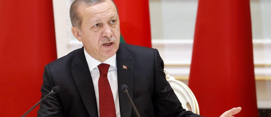 """Prezydent Recep Tayyip Erdogan, cytowany w niedzielę przez tureckie media, powiedział, że Turcja nie musi przystępować do Unii Europejskiej """"za wszelką cenę"""" i zamiast tego może stać się częścią Szanghajskiej Organizacji Współpracy - bloku zdominowanego przez Rosję i Chiny."""