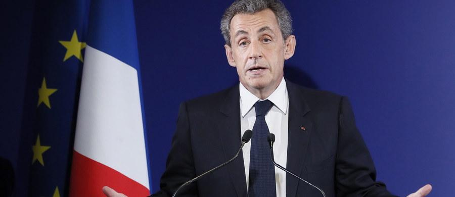 B. premier Francois Fillon zwyciężył w przeprowadzonej w niedzielę pierwszej turze prawyborów w partii Republikanie, zdobywając 44,1 proc. głosów. Do następnej tury przeszedł również Alain Juppe, który uplasował się na drugiej pozycji, uzyskując 28,2 proc. Nicolas Sarkozy, prezydent Francji w latach 2007-12, otrzymał 21 proc. głosów. Na czwartym miejscu znalazł się b. minister rolnictwa, konserwatywny polityk Bruno Le Maire, który zdobył 2,7 proc. głosów.