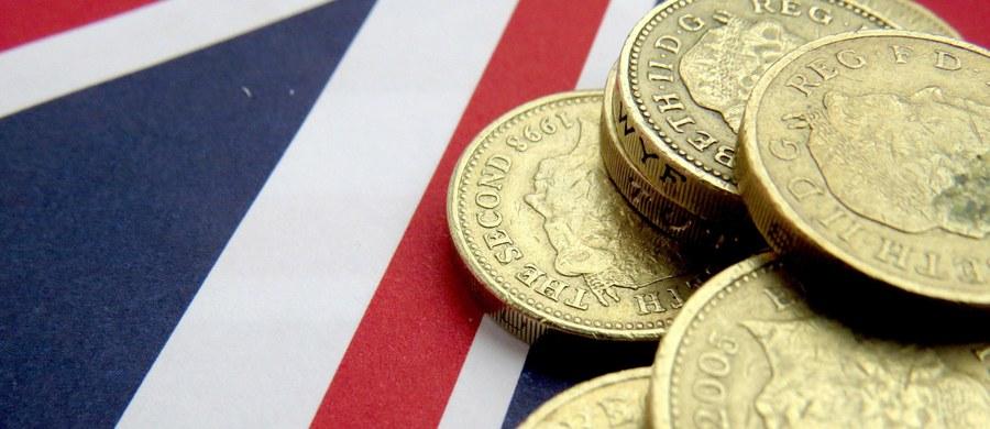 Ministerstwo Finansów obawia się nowych planów podatkowych londyńskiego rządu - ustalił nasz dziennikarz Krzysztof Berenda. Brytyjska premier Theresa May planuje obniżyć podatek CIT grubo poniżej 15 procent - donosi o poranku dziennik Daily Telegraph. To byłby najniższy poziom wśród największych gospodarek świata - znacznie niższy niż w Polsce.