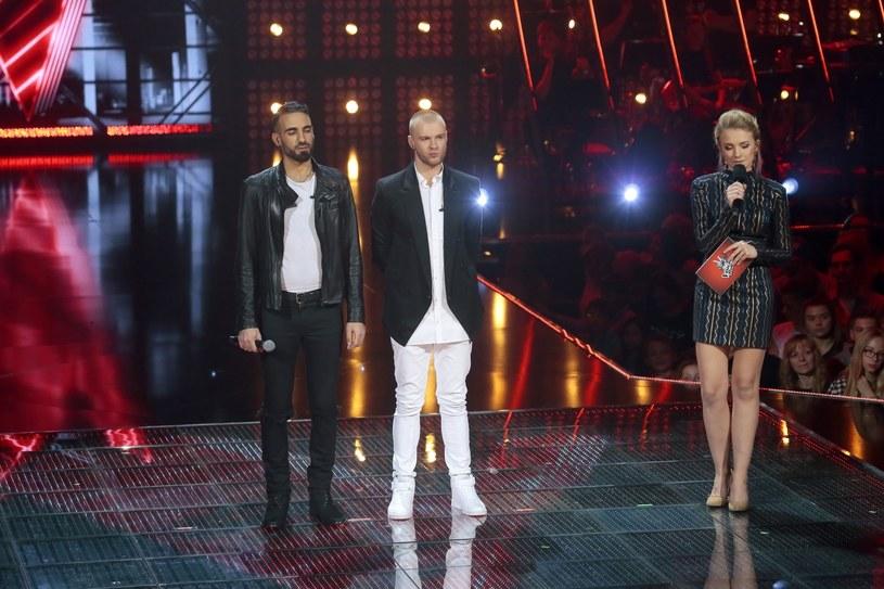 """Półfinał """"The Voice of Poland"""" wywołał sporo emocji. Z programem pożegnali się Damian Rybicki, Sami Harb, Marcelina Mróz i Mateusz Guzowski. Zwłaszcza odpadnięcie Harba wywołało mnóstwo dyskusji. Internauci wytknęli również błąd prowadzącej Barbarze Kurdej-Szatan."""