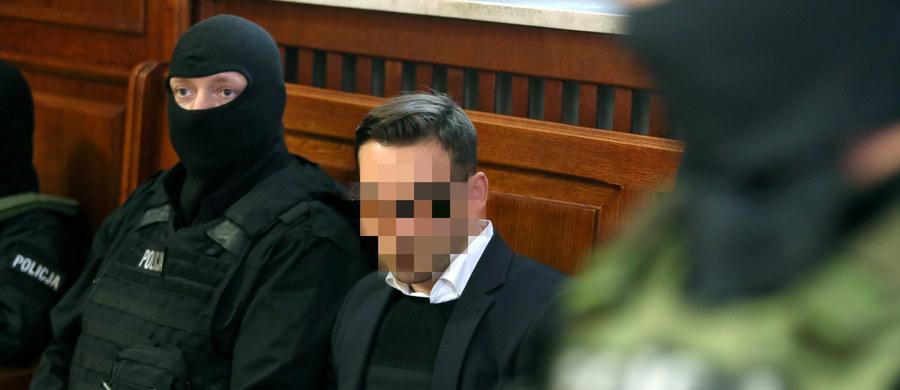 Latem 2014 r. kelner Łukasz N., dziś oskarżony o nielegalne podsłuchy w stołecznych restauracjach, był bliski samobójstwa - wynika z zeznań w sądzie oficera Centralnego Biura Śledczego. Poniedziałek jest kolejnym dniem procesu przed Sądem Okręgowym w Warszawie, w którym oskarżeni w sprawie nielegalnych podsłuchów są: biznesmen Marek Falenta, dwaj kelnerzy Konrad Lassota i Łukasz N. oraz współpracownik Falenty Krzysztof Rybka.