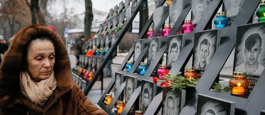 Ukraina obchodzi trzecią rocznicę rewolucji godności - masowych protestów, które wybuchły jesienią 2013 roku w odpowiedzi na rezygnację władz z podpisania umowy stowarzyszeniowej z Unią Europejską.
