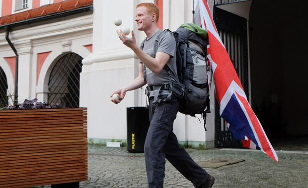 Każdy zasługuje na przygodę życia – mówi Gordon Wilson, który na piechotę pokonał 1,5 tys. km z Leeds w Wielkiej Brytanii do Poznania. W trakcie wyprawy zbierał datki na pomoc ofiarom katastrof.
