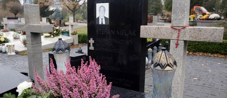 Na cmentarzu wojskowym na warszawskich Powązkach odbyła się ekshumacja Stefana Melaka, przewodniczącego Komitetu Katyńskiego, jednej z 96 ofiar katastrofy smoleńskiej. W czwartek w Warszawie przeprowadzona zostanie ekshumacja Tomasza Merty. Ich bliscy liczą na to, że zaplanowane badania umożliwią wyjaśnienie okoliczności katastrofy. To kolejne ekshumacje przeprowadzane w ostatnim czasie. W ubiegłym tygodniu ekshumowano parę prezydencką - Lecha i Marię Kaczyńskich.