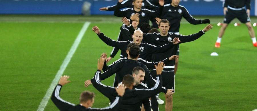 Niemiecka prasa nie poświęca wiele uwagi wieczornemu meczowi Borussia Dortmund – Legia Warszawa w piłkarskiej Lidze Mistrzów. W awizowanych składach wymienia m.in. Thibaulta Moulina, który z powodu urazu został w Polsce.