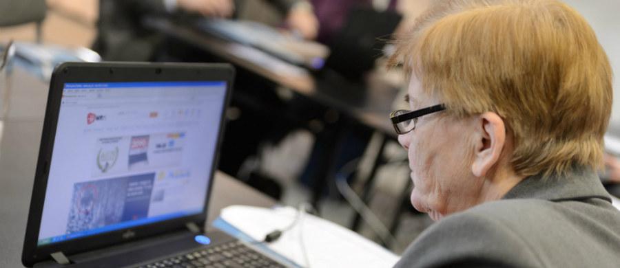 Zdecydowana większość Polaków po 60. roku życia nie jest już aktywna zawodowo, a utrzymuje się wyłącznie z emerytury i renty. Tak wynika z najnowszego sondażu CBOS.