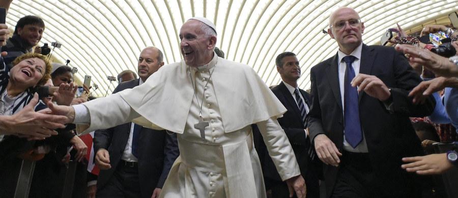 """W mediach pojawiło się wiele """"idiotyzmów"""" na temat decyzji papieża Franciszka w sprawie rozgrzeszania osób, które dokonały aborcji - taką opinię wyraził arcybiskup Rino Fisichella z Watykanu. Przypomniał, że papież podkreślił, iż aborcja to ciężki grzech."""