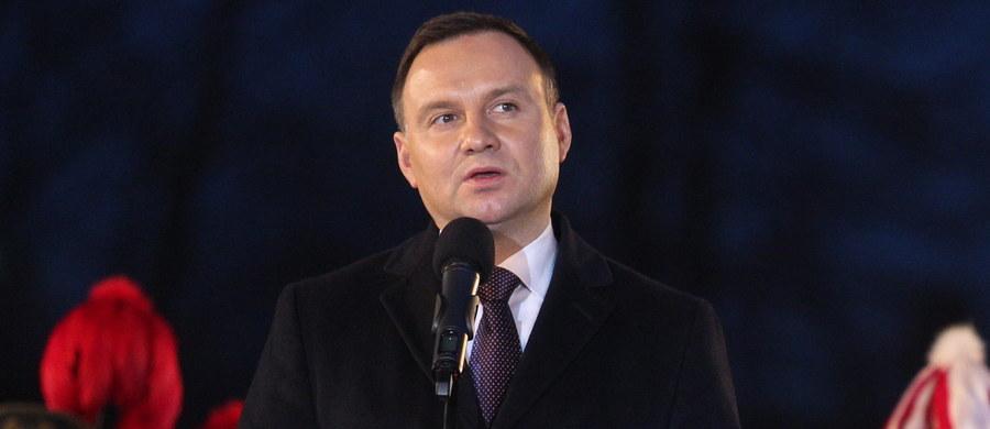 Zatrzymano mężczyznę w czasie wizyty prezydenta Andrzeja Dudy w Piekarach Śląskich. Jak dowiedział się reporter RMF FM, zatrzymany miał z sobą nóż i strzykawkę. Najpewniej czekał na prezydenta.