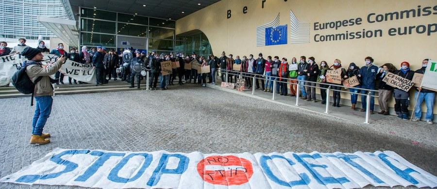 Parlament Europejski odrzucił rezolucję, postulującą zwrócenie się do Trybunału Sprawiedliwości UE o opinię ws. zgodności umowy o wolnym handlu UE z Kanadą (CETA) z unijnymi traktatami. Przedstawiciele organizacji pozarządowych krytykują europosłów.