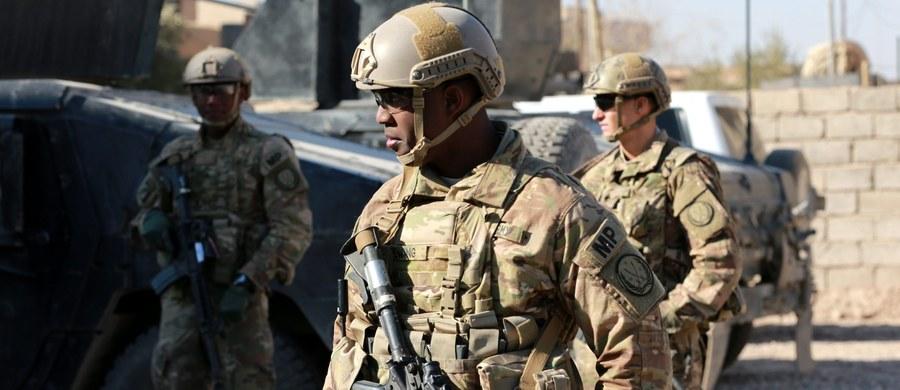 Mosul na północy Iraku, o którego odbicie z rąk Państwa Islamskiego od kilku tygodni walki prowadzaną irackie siły, został odcięty od innych obszarów kontrolowanych przez ISIS - poinformowała w środę armia Iraku.