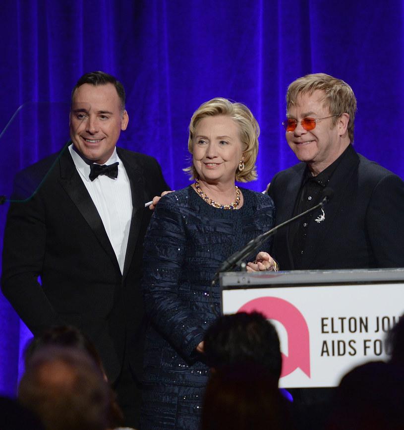 Sensacyjnie brzmiące doniesienia o występie Eltona Johna na inauguracji prezydenckiej Donalda Trumpa zostały zdementowane.