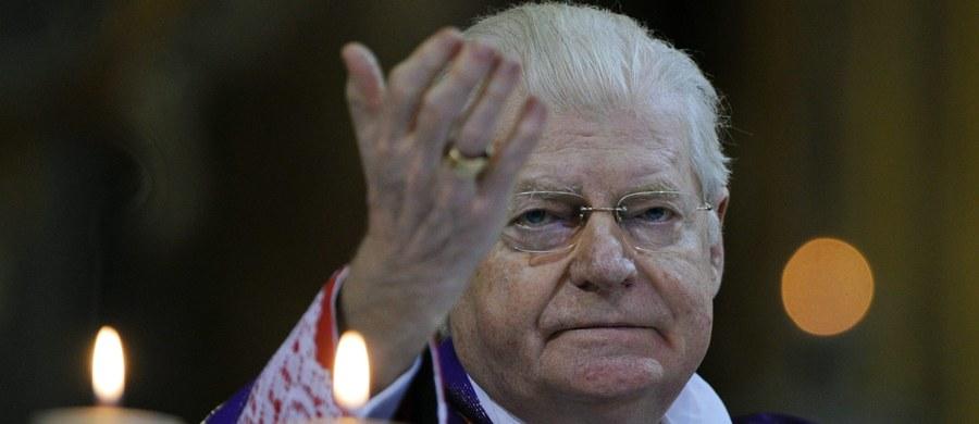Arcybiskup Mediolanu kardynał Angelo Scola wystawił na sprzedaż prezenty, które otrzymał, o łącznej wartości około 50 tysięcy euro. Dochód z ich sprzedaży zostanie przekazany osobom, które straciły pracę, oraz ich rodzinom.