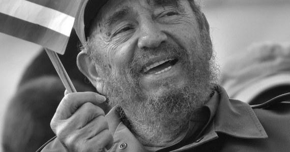 Zmarł Fidel Castro - podaje kubańska telewizja. Miał 90 lat. Rządził twardą ręką na Kubie od 1959 roku. 10 lat temu przekazał władzę swojemu młodszemu bratu - Raulowi.
