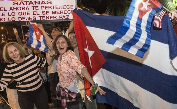 Żałoba narodowa na Kubie, a radość wśród emigrantów z wyspy - to reakcje na śmierć Fidela Castro. Ojciec kubańskiej rewolucji zmarł w wieku 90 lat. Rządził na Kubie od 1959 roku. 10 lat temu władzę w kraju przekazał swojemu o 5 lat młodszemu bratu Raulowi.
