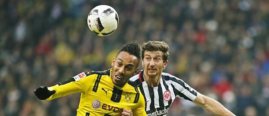 Pierre-Emerick Aubameyang zdobył 13. gola w obecnym sezonie piłkarskiej ekstraklasy Niemiec, ale jego Borussia Dortmund uległa we Frankfurcie Eintrachtowi 1:2 w sobotnim meczu 12. kolejki. Liderem pozostaje wciąż niepokonany beniaminek RB Lipsk.