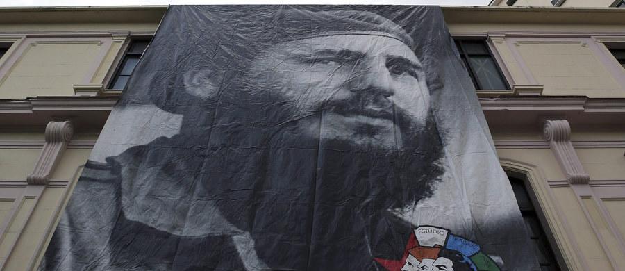 """""""Lider o tysiącu twarzy"""", """"jeden z najbardziej kontrowersyjnych symboli XX wieku"""" - tak o zmarłym przywódcy Kuby Fidelu Castro pisze watykański dziennik """"L'Osservatore Romano"""". Przypomina też jego osobiste relacje z trzema papieżami."""