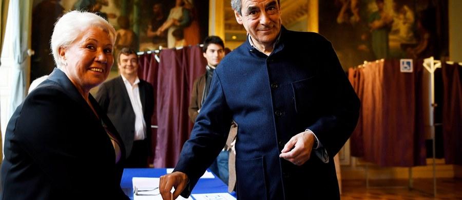 Do południa frekwencja w drugiej turze prawyborów w prawicowej partii Republikanie, które mają wyłonić kandydata na prezydenta Francji w wyborach w 2017 r., była wyższa o 10-15 proc. niż w pierwszej rundzie - poinformowali organizatorzy niedzielnego głosowania.