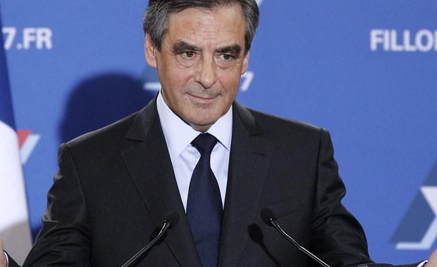 Fancois Fillon, który wygrał drugą turę prawyborów francuskiej prawicy zdobywając blisko 70 proc. głosów, ogłosił wieczorem zwycięstwo i zapowiedział, że chce jest zjednoczyć swój obóz polityczny i wprowadzić głębokie reformy francuskiej gospodarki. Jego zwycięstwo oznacza, że były premier za prezydentury Nicolasa Sarkozy'ego, będzie kandydatem prawicowej partii Republikanie w wyborach prezydenckich w 2017 roku.