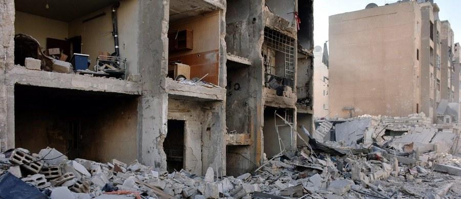 Prawie 10 tysięcy cywilów uciekło w ciągu ostatniej doby z kontrolowanych przez rebeliantów wschodnich dzielnic miasta Aleppo w północnej Syrii - podało późnym wieczorem niezależne Syryjskie Obserwatorium Praw Człowieka.