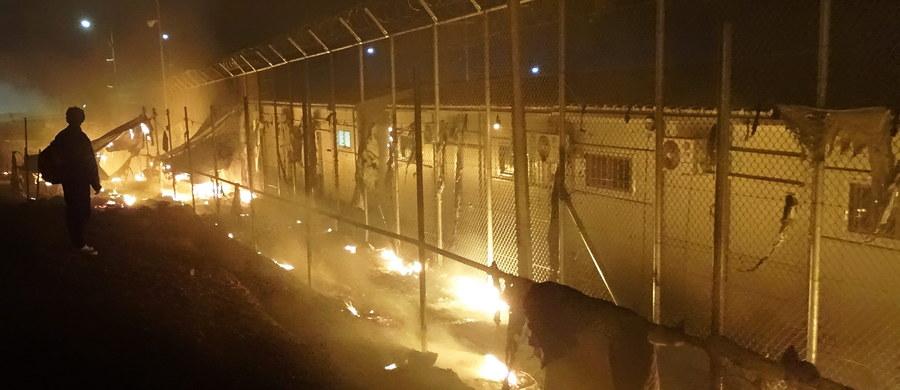Nie słabnie napięcie na greckiej wyspie Lesbos. Jak poinformowała agencja dpa, w niedzielę w centrum Mityleny, stolicy wyspy, demonstrowały setki migrantów i uchodźców, domagając się by władze przeniosły ich do kontynentalnej części kraju.