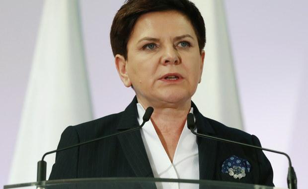 Otwieramy nowy rozdział we współpracy z Wielką Brytanią - powiedziała premier Beata Szydło, która weźmie dziś udział w polsko-brytyjskich konsultacjach międzyrządowych. Wielka Brytania pozostaje drugą gospodarką europejską, ważnym sojusznikiem NATO - dodała.
