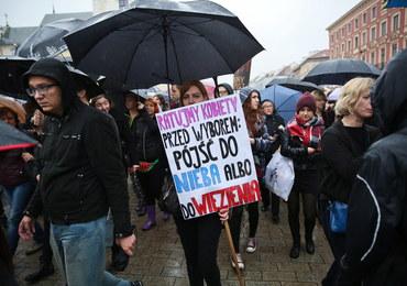 Sondaż: Ponad połowa Polaków nie chce zmiany przepisów dot. aborcji