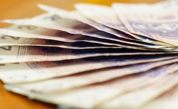 Poprawkę zakładającą, że kwota wolna od podatku zostanie podniesiona do 6,6 tys. zł dla najmniej zarabiających, złożą senatorowie PiS w trakcie prac nad ustawą o podatku dochodowym - zapowiedział przewodniczący senackiej komisji budżetu i finansów Grzegorz Bierecki. Pytany o koszty, senator PiS odpowiedział, że zmiana ma kosztować budżet państwa ok. miliarda zł.