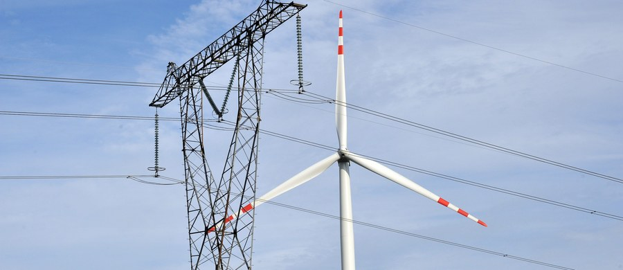 """Jeśli Polska utrzyma obecny kurs w polityce energetycznej, to produkcja energii elektrycznej nie nadąży za popytem, niedobory wzrosną do 2 tys. godzin rocznie, a skoki cenowe wykończą przemysł - twierdzą niemieccy eksperci. Ich opinie omawia """"Puls Biznesu""""."""
