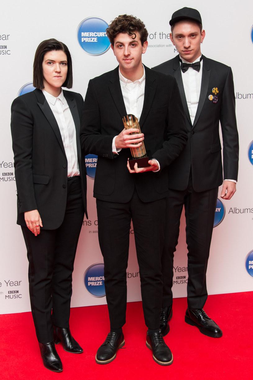 """Zespół The xx zaprezentował teledysk do pierwszego singla zwiastującego ich najnowszy album, czyli utworu """"Hold On""""."""